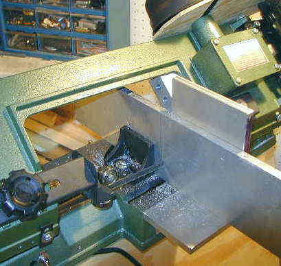 harbor freight bandsaw stand. cutting.jpg (26986 bytes) harbor freight bandsaw stand